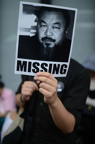 Resident shows support for Ai Weiwei. Hong Kong, April 17, 2011. Photo credit: laihiu.