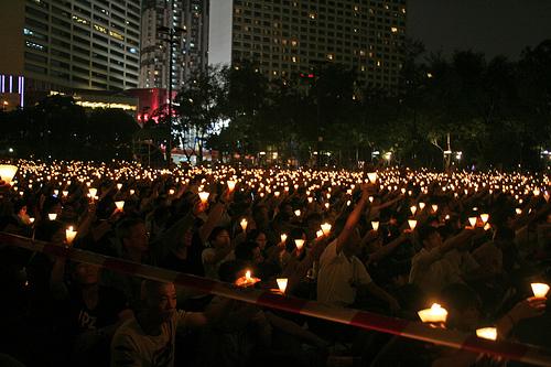 香港維多利亞公園的燭光晚會。攝於2010年6月4日。照片來源:Judith Blue Pool