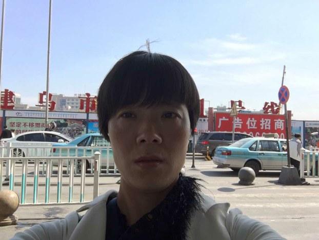 4月21日,李爱杰回到新疆乌鲁木齐。(李爱杰提供/记者乔龙)