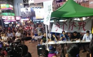 HKFS discussion forum, Times Square, Causeway Bay, Hong Kong, June 3, 2015. HRIC photo.