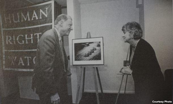 1998年伯恩斯坦卸任人权观察主席