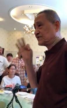 6月27日,鲍彤在北京向与会者表达对刘晓波病情的关注,批评当局延误治疗。(媒体人提供/记者乔龙)